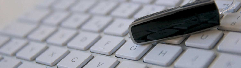 Headset auf Tastatur