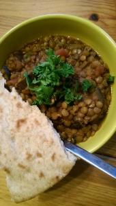 Mauritisches Auberginen-Linsen-Curry mit Roti